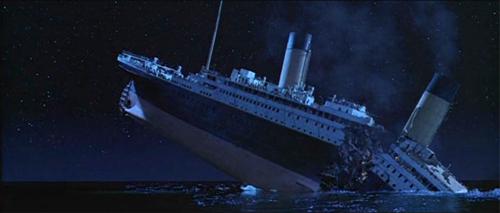 Titanic_breaks_in_half